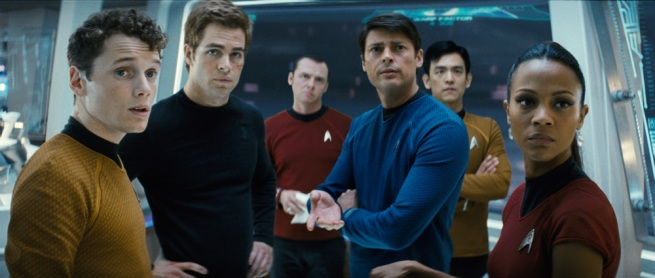 Oh, meu Deus. Lá esta o Spock, nú, coberto de areia, com um pau no cú a pensar que é um croquete