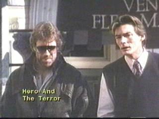 Chuck por favor, não me partas o focinho com um roundhouse kick no Delta Force 2