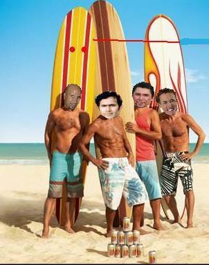 Os monstros foram à praia e aproveitaram para praticar surf