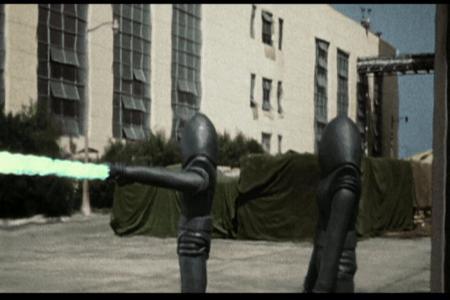 Que raio de extra-terrestres seríamos nós se não tivéssemos um capacete em forma de ovo e um raio verde maligno.