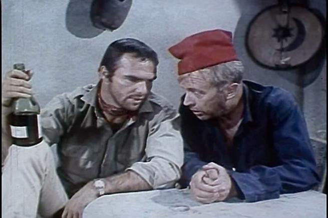 Oh Burt, gira lá essa pinga pra cá, que talvez com os copos o filme seja melhor...